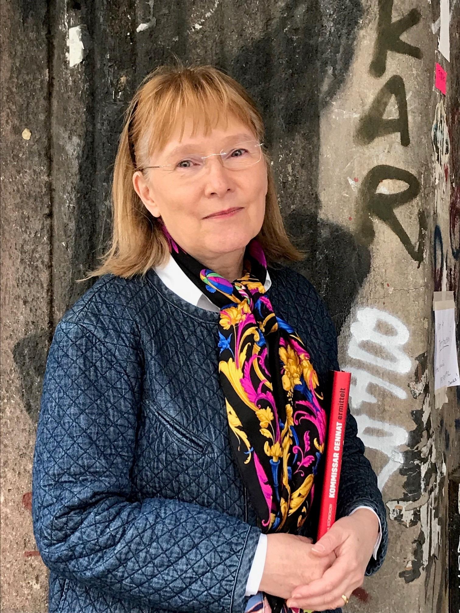 Das Bild zeigt die Autorin Regina Stürickow.