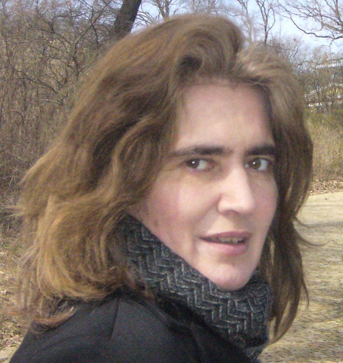 Auf dem Bild ist die Autorin Roswitha Schieb zu sehen.